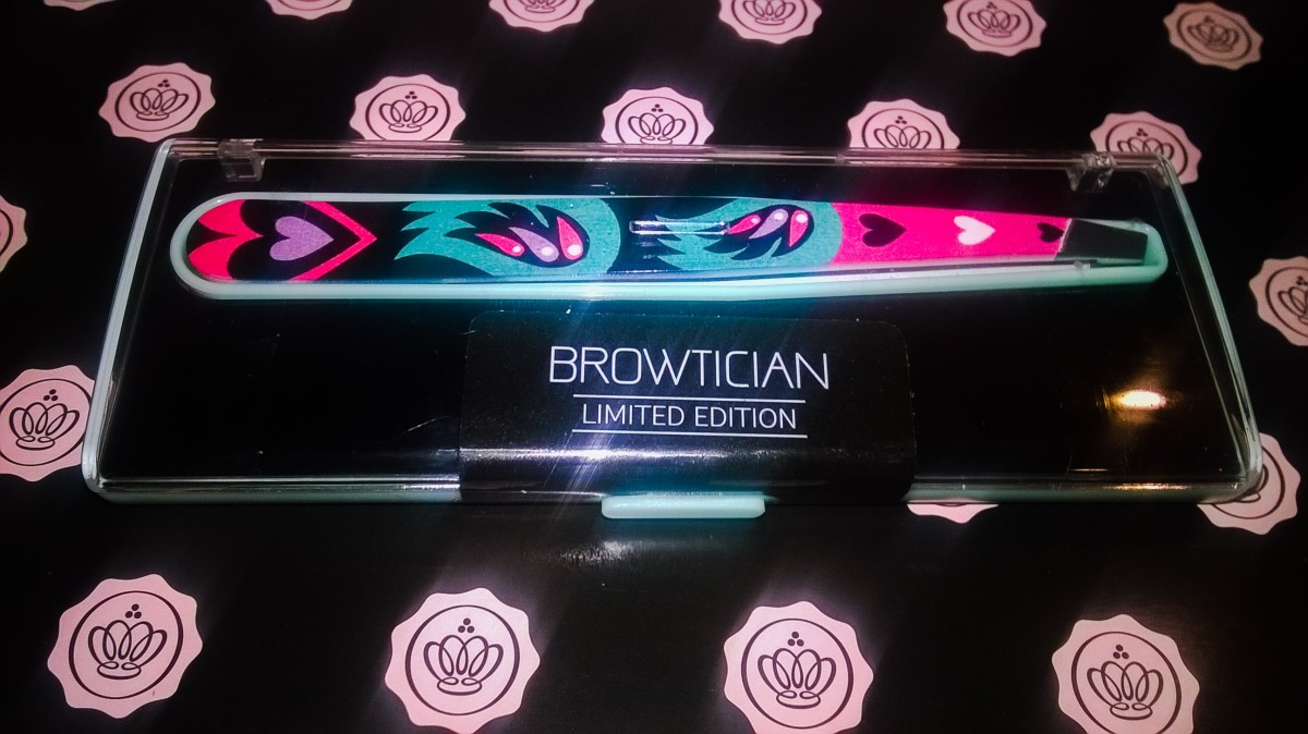 Browtician | Love Skull Tweezers | Limited Edition ❤