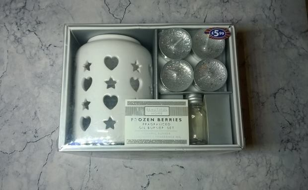 B&M BEAUTIFUL HOME FROZEN BERRIES OIL BURNER SET