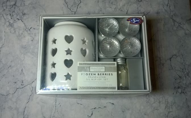 Review: Beautiful Home – Frozen Berries Fragranced Oil Burner Set From B&M